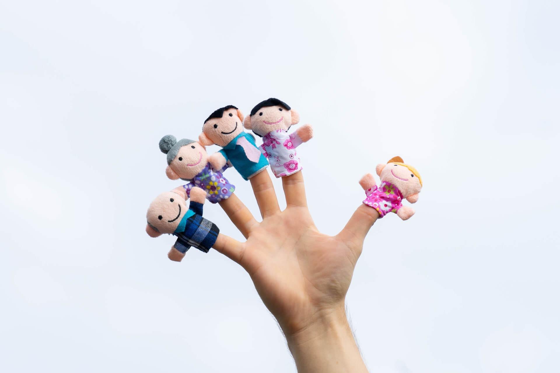 Hand mit Fingerpuppen
